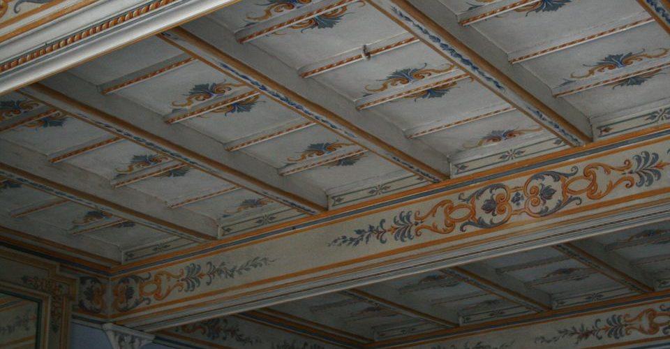 Restauro conservativo di soffitti a cassettoni decorazioni e